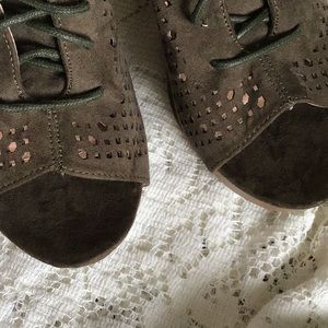 """Report Shoes - NWOT✨Report """"Rio"""" Lace Up Peep Toe Wedges"""